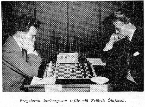 Freysteinn Þorbergsson teflir við Friðrik Ólafsson