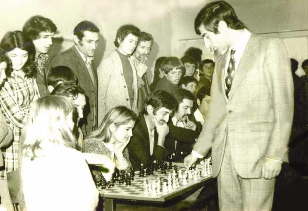 Ljubomir_Ljubojevic_gost_Nove_Gajdobre_1975