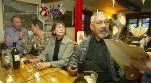 Jonatan gefur fyrirmæli á veitingastað í Qaqortoq.Fyrsta_Grænlandsmótið_2003